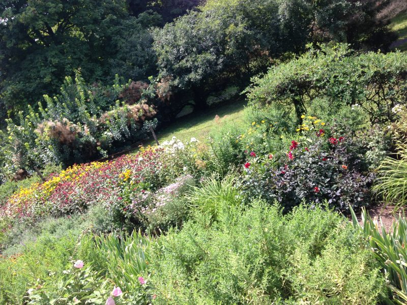 are show gardens making us bad gardeners garden rant the edith wharton homestead has a lovely garden a mix of summer bulbs perennials