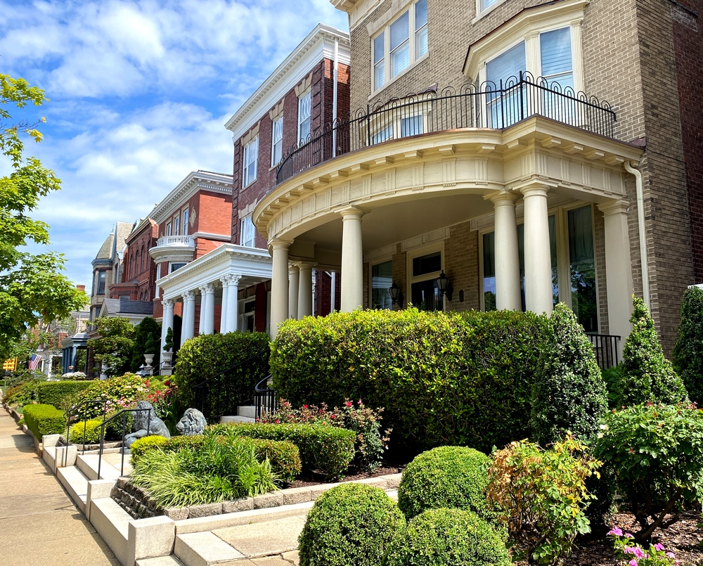 Home and garden on Richmond's Monument Avenue.
